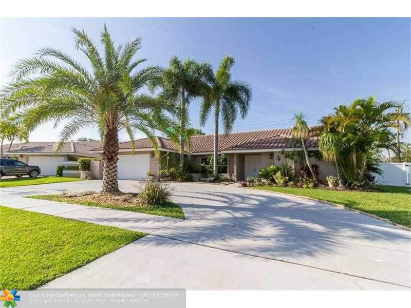 BOCA LYONS ESTATES - 4BED/2.5BA/2CG UPDATED POOL HOME
