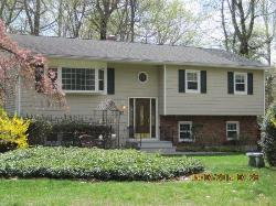 Chesnut Ridge! Lovely Bi-Level Just Listed by Miriam!