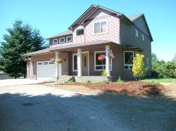 CUSTOM 3 BR, .48 ACRE, CLOSE TO WSU-VANC.