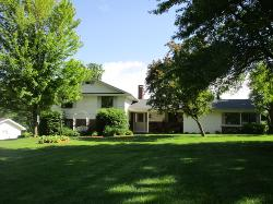 5 BR Split Ranch w/ Direct Access to Golf Course