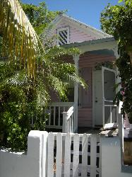 VACATION BUNGALOW / HEART OF KEY WEST W/TRANSIENT RENTAL LIC