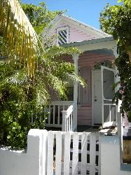 VACATION BUNGALOW IN THE HEART OF KEY WEST!