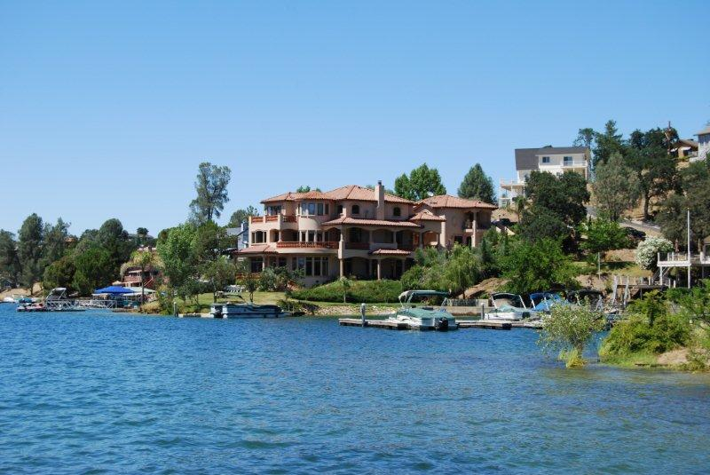 Homes of Poker Flat on Lake Tulloch